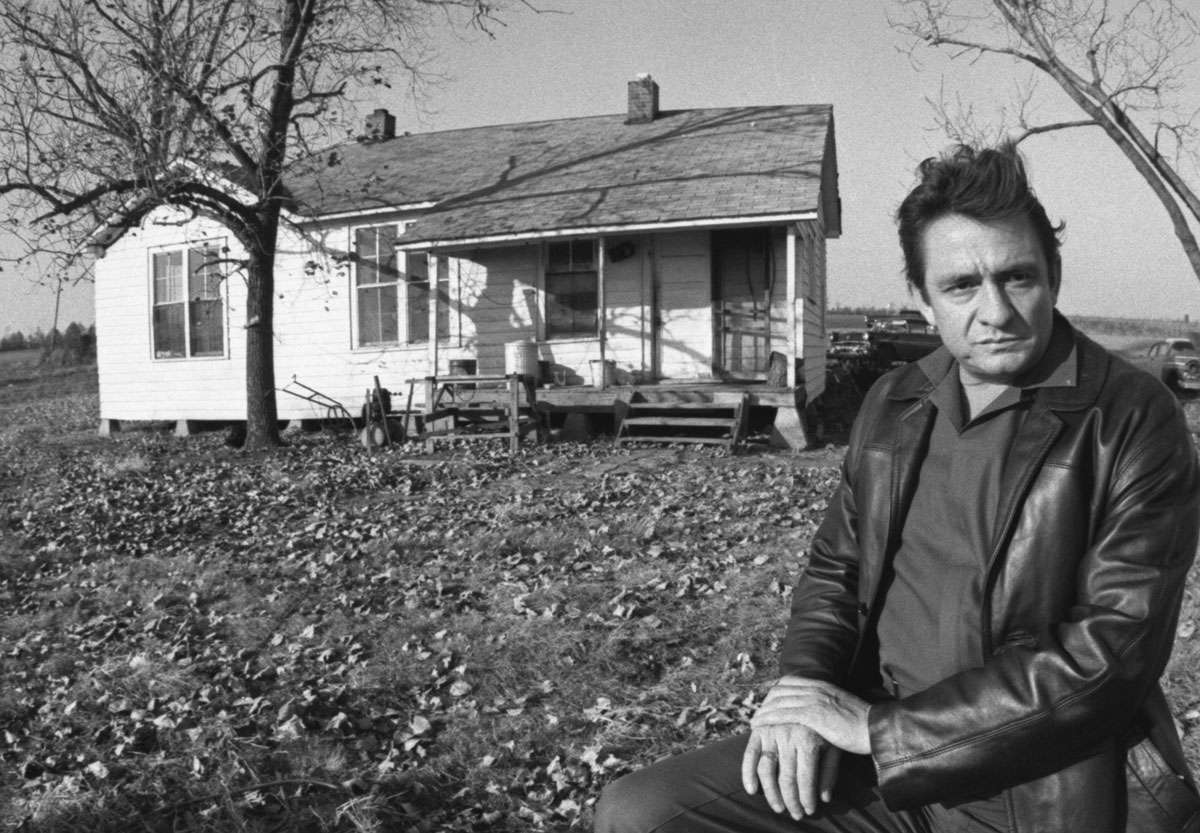 Johnny Cash in the backyard of the Boyhood Home